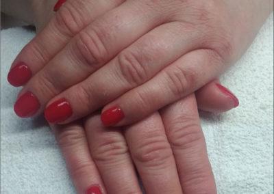 manicure-tytanowy--czerwień