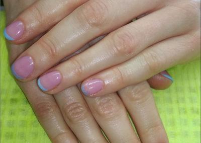manicure-tytanowy-french-niebieski