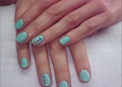 manicure-tytanowy---mięta
