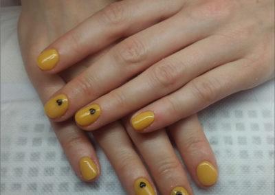manicure-tytanowy---zolty